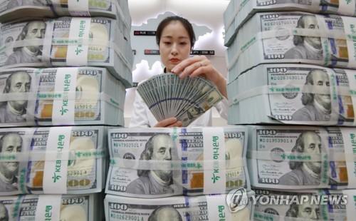 달러 비쌀 때 팔자..6월 외화예금 감소폭 역대 최대
