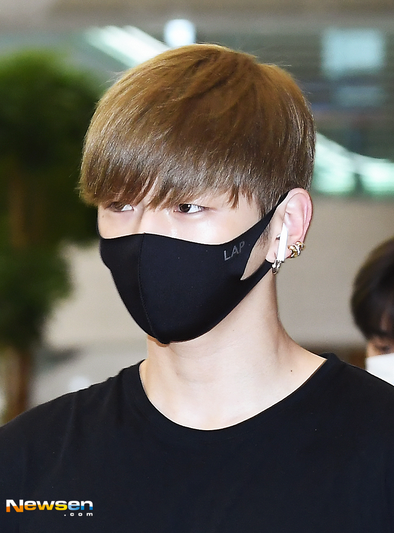 <p>Group Wanna One entered the airport fashion showcasing through Incheon International Airport No. 2 passenger terminal on July 17, after finishing the Indonesian Jakarta World Tour Concert.</p><p>Kang Daniel came out walking on the entrance gate this day Wanna One (Kang Daniel, Bakjifun, Idefi, Kim Jae-hwan, Ong Voice Actor, cold premium team, Lai Kuan-lin, Yoon Jysong, Hwang Min-hyun, Bezin Young, Ha Nebula) There.</p>