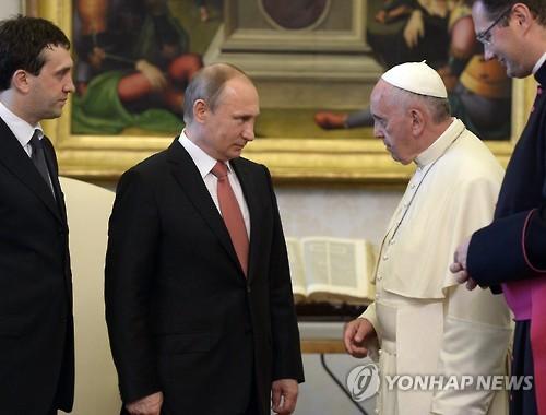 푸틴 대통령과 프란치스코 교황의 회동[EPA=연합뉴스 자료사진]
