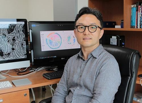 고려대의대 의과학과 김희남 교수는 항생제남용으로 인한 장내미생물 불균형이 만성질환을 일으키는 기전을 세계 최초로 밝혀냈다.