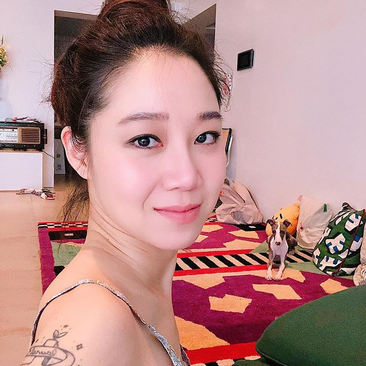 <p>Actor Gong Hyo-jin released his adorable everyday life.</p><p>On July 18, Gong Hyo-jin uploaded a picture showing his recent status on his own instagram.</p><p>The figure of Gong Hyo-jin smiling at the camera in the photograph is contained. Adorable Beautiful looks and Tattoo carved on the right arm draw Snowy Road. Sense of interior and cute companion dog is also impressive.</p><p>Meanwhile, Gong Hyo-jin refrains from releasing the movie Hye-Jin Jeon and door lock this year</p>