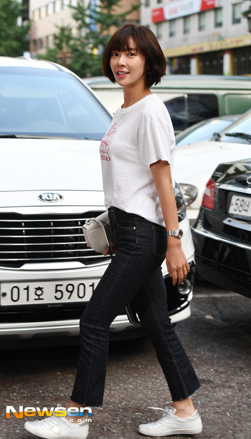 <p>SBS Mizuki drama Hunnam Chung Party with staff was held on July 19th afternoon at Yeouido Moku Chung Garden in Seoul.</p><p>Hwang Jung-eum participated this day.</p>