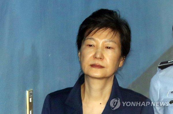 '특활비·공천 개입' 박근혜 재판, 오늘 오후 2시 TV로 생중계