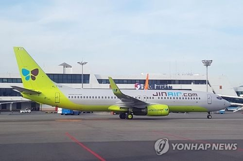 김해공항 진에어 비행기 자료사진 [촬영 조정호]