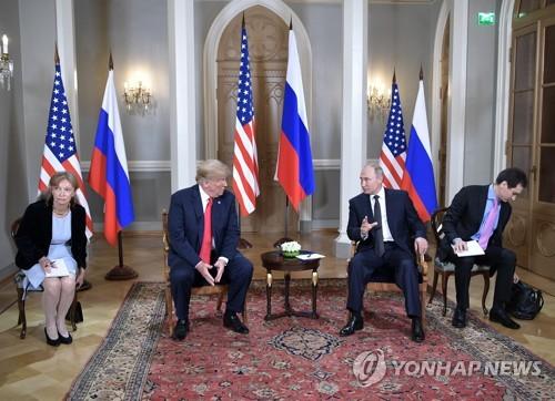 """트럼프-푸틴 무슨 대화나눴나..미 의회서 """"통역 나오라"""""""