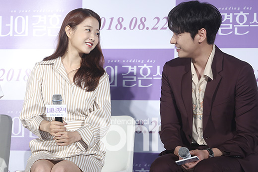 <p>Actor Park Bo-young, Kim Young-kwang attended the film production meeting of the movie Your Wedding (Director: Isokugun) held in Mega Box Dongdaemun, Seoul morning.</p><p>On this day Park Bo-young, Kim Young-kwang is taking a pose.</p><p>Eye just got hurt,</p><p>Smiling faces are quite similar</p><p>Difference in the key to flutter</p><p>Kemi like an actual lover</p><p>Manorable foot stone</p><p>Meanwhile, the movie Your Wedding is believed to be 3 seconds fate of Seung Hee and Seung Hee Fatefully coincidental, a work that depicts their wandering first love chronology that does not quite match the timing of the actor Park Bo-young, Kim Young-kwang And others appear. Scheduled to be released on August 22,</p><p>Provide article information</p>