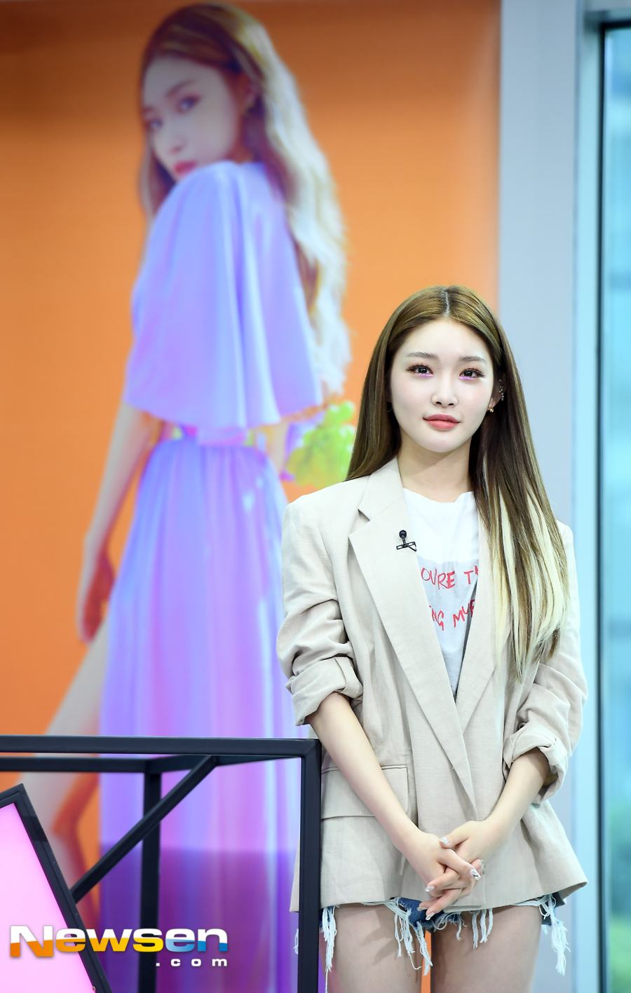 <p>Star interview asking tbs fact star Singer was held on Sangam-dong tbs Open Studio in Mapo Seoul morning on July 24th.</p><p>Kiyohawa of this day is taking a pose.</p>