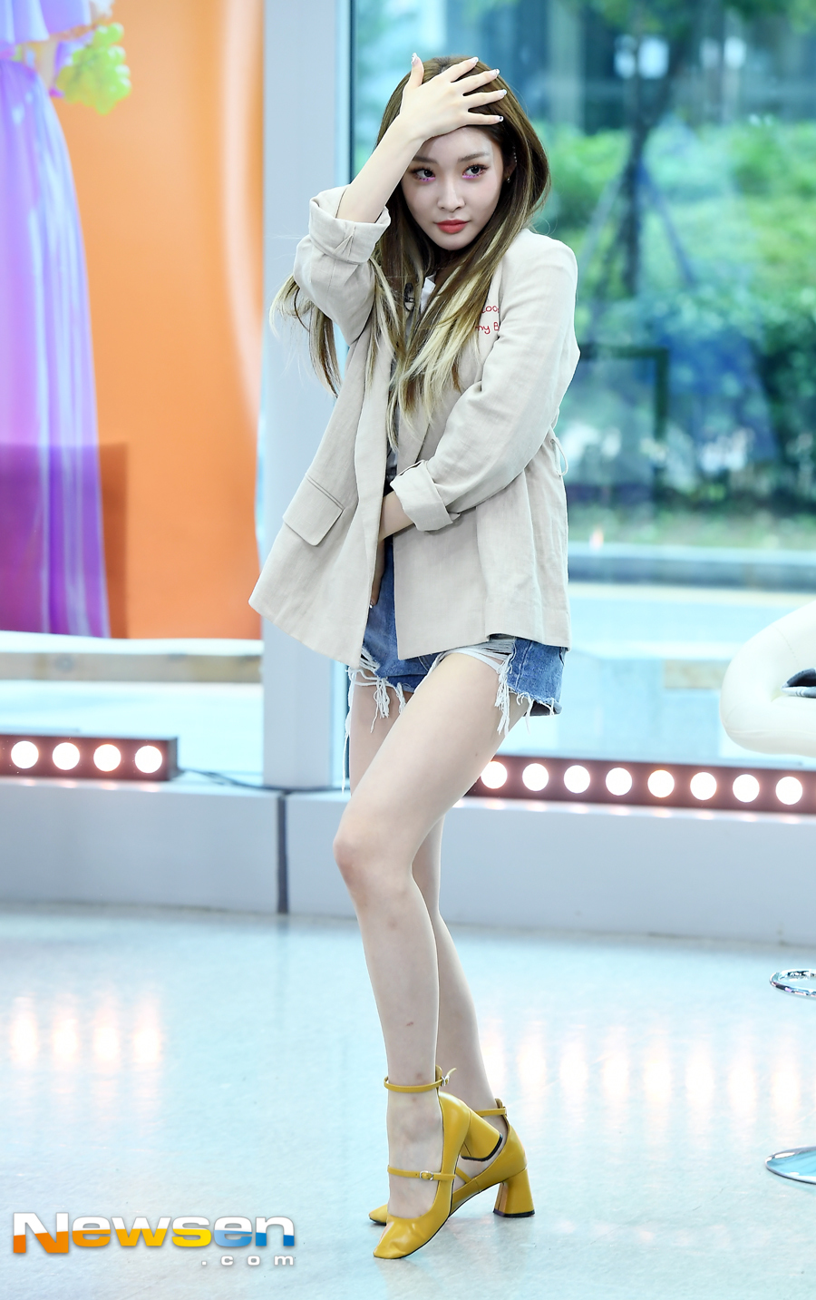 <p>Star interview asking tbs fact star singer was held in Sangam-dong tbs Open Studio in Mapo Seoul morning on July 24th.</p><p>Im showing off the choreography of the point as we seek for this day.</p>