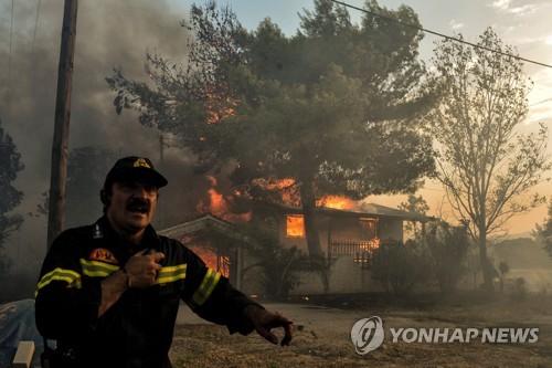 그리스 당국 비상사태 구호에 총력[AFP=연합뉴스]