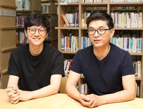 장정선 NLP센터장(우측)과 양푸름 기획자 [엔씨소프트 제공]