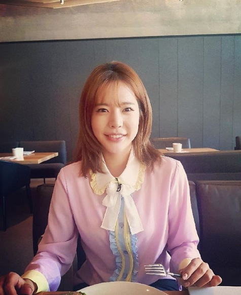 <p>Group Girls generation member Sunny released a recent smile with a bright smile.</p><p>I wrote a picture on July 26th, in his own Instagram with a sentence Photo by.Park Myeong-su.</p><p>The sunny meal in the picture was put in. Sunny is smiling with the camera. Sunnys dullness One skin and a big round eyes stand out.</p><p>The fans who touched the picture showed the reaction such as My sister also had a long time seeing it, trying to see, beautiful face today as well, sister in good luck?</p><p>Sunny is currently on the MC of Video Star</p>