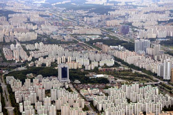 경기도 성남시 분당구 전경. 조정대상지역이자 투기과열지구다. 규제에도 올해 들어 전국에서 집값이 가장 많이 올랐다.