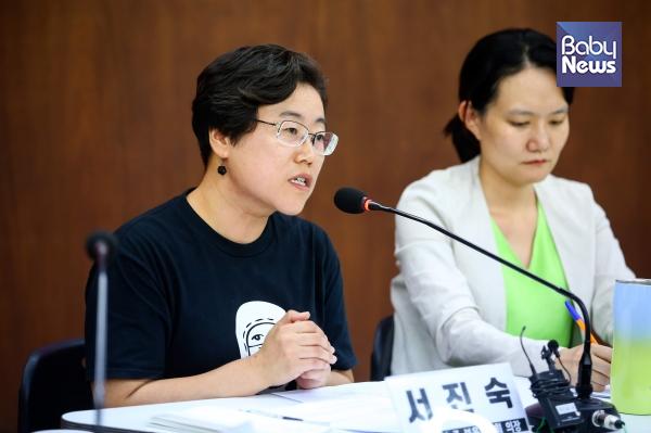 서진숙 공공운수노조 보육협의회 의장(왼쪽), 김남희 참여연대 복지조세팀장은 통학 차량 사망사고와 관련해 통학 차량을 없애야 한다고 말했다. 김재호 기자 ⓒ베이비뉴스