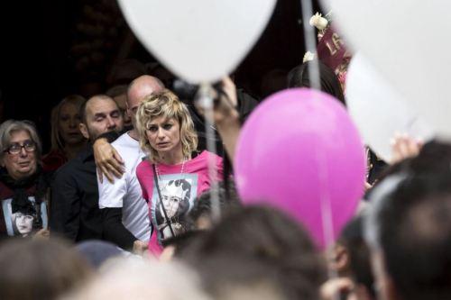 살인 사건의 피해자 마스트로피에스트로의 엄마가 지난 5월 로마에서 열린 장례식에 참석한 모습. EPA통신