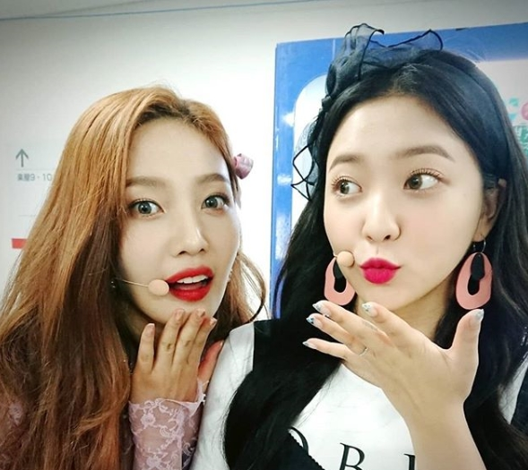 <p>Waiting room picture of group Red Velvet ahead of comeback was released.</p><p>Affiliation office SM entertainment side showed photographs of singers who prepare concerts at SMTOWN LIVE 2018 IN OSAKA Waiting room on the morning official SM Town morning on July 31 morning.</p><p>For the published pictures, Irene and wisdom, Wendy, Joy, sharpness were put in the Waiting room taking a break and using a cute pose and facial expression taking a gonzo. Everything boasts of Kings down visual at the end of Summer Queen, attracts attention.</p><p>Red Velvet will come back at 6 pm on the 6th, a new Mini Album Summer Magic (Summer Magic). In this album there are 6 new songs including title song Power Up (power up) and a total of 7 songs up to the bonus tracks are recorded.</p><p>The title song Power Up is a powerful 8-bit game source and cute hooks that are plump and fascinating addictive up-tempo pop dance songs.</p>