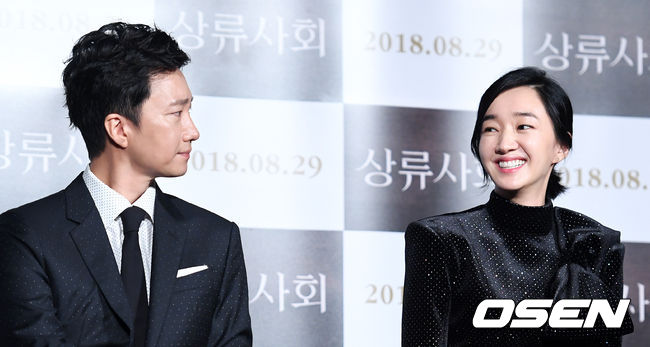 <p>Soo Ae is a short-distance athlete</p><p>Soo Ae said the actor Park Hae-il had breathed together for the first time through the movie High Society. Soo Ae showed Passion full of impression, as Park Hae-il who made his debut as an actor 20 years ago.</p><p>Park Hae-il and Soo Ae participated in a production presentation held at entrance of Lotte Cinema Gyoza, Gwangjin-ku, Seoul morning.</p><p>Park Hae-il and Soo Ae for the first time passed through the High Society and couple breathing. Park Hae-il is a professor of economics of ambitious politics rookie Tae-Jung, Soo Ae deputy director of MuséedOrsay undertook the role of Suyon filled with desire.</p><p>Park Hae-il confided to Soo Ae for the first time and revealed why he became interested in High Society. Park Hae-il said Soo Ae made a suggestion with the movie group High Society before me and asked enthusiastically without showing interest. It seems they have met good opportunities. </p><p>Park Hae-il praised Soo Aes Passion for the first time breathing together. He said Soo Ae is a short-distance athlete, and When I settled on my goal I have the best thing I can do, the characters in the movie are also so, there are such aspects in practice.</p><p>Soo Ae cited Park Hae-il as the actor who depended most on shooting scene. Soo Ae said Park Hae-il, It was perfect in acting but it is honorable, human-attractive, perfect people are not fun, I rely most on the scene.</p><p>Since returning to High Society for the first time in two years since Soon Ae National delegation 2 announced that it has of course changed internally as well as internal. Soo Ae said, The director liked the longest hair, but I took a head in a single shot to show a cold appearance.</p><p>Park Hae-il and Soo Ae expressed the desire full of in the movie. Indeed, what is the desire of the two actors? Park Hae - il frankly confirmed that I want to see more spectators when the movie is released. Soo Ae said, I would like to be awake, I want to show lots of reprimand on my own and always show better shape.</p><p>The movie High Society where Park Hae - il and Soo Ae breathe together will be released on the 29 th next month. The change manager took over the production</p>