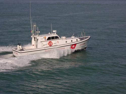 지중해를 순찰하는 이탈리아 해안경비대 함정 [ANSA통신]