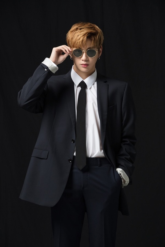 <p>Wanna One Kang Daniel became an eyewear brand single model.</p><p>Eyewear brand Kissing Heart side On August 2, Wanna One Kang Daniel shining 1st in the 2018 large number of stars male advertisement Model brand was recently selected as a single model of Kissing Heart Sunglass Hut.</p><p>As proving Kang Daniel syndrome, he wears, drinks and wrote hot items of everything being done In Kising Heart will be releasing various Kang Daniel goodies in addition to eyewear products We are attracting even greater expectations.</p><p>Kang Daniel Sunglass Hut has a sophisticated design with a faint color lens, and it is too flashy like an existing mirror Sunglass Hut, or it conveys a sophisticated atmosphere with an elegant color so as not to bear a burden.</p><p>Kissing Heart side says Kang Daniel Sunglass Hut can show with a trendy and stylish image so that it does not take care of the trend without delaying the trend, and Composite style directing with sensuous experimental design and unique atmosphere It will be possible. </p><p>Meanwhile, Kisinghart is scheduled to open various events only limitedly at more than 20 points nationwide.</p>