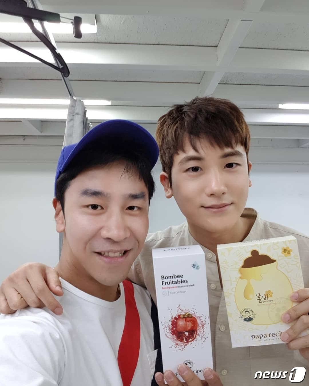 <p>Park Hyung-sik will be active in domestic model of daddy recipe following the expiration of singer Gimcheon. In the Chinese region model, the daddy recipe was selected in March Blue Blue. He is the youngest brother of the top actress Fan Bingbing and has emerged as the next generation rookies in the Greater China region.</p><p>◇ Suits active in Park Hyung-sik, August 8 Activities with some Daddy Recipe Model</p><p>According to the related industry, the nose story made a contract with UAA (United Artists Agency), which belongs to his office, by selecting Park Hyung-sik as the representative face to inform the daddy recipe, according to the related industry. UAA is an entertainment planning company to which Song Hye Kyo and Yoo Ain belong. The daddy recipe plans to expand public relations and marketing in front of Park Hyung-sik from the 8th.</p><p>Gim Han Kyun (34) nose story representative first raised a photo taken with Park Hyung-sik and the representative items of the papa recipe Spring Rain Mask Pack and Clearing Skyline in the hand to the SNS . Kim wrote laughter here saying the appearance that does not require words, the thing that was squat from the side.</p><p>Park Hyung-sik debuted at the 2010 Idol Group Empires Children. In the 2013 MBC entertainment program Nichiya - real man appeared while notifying the name. At that time Park Hyung-sik got a nickname babys soldier with clean skin and silly appearance and secured a lot of fans.</p><p>With this, Nine: Nine times and Drama Special appeared in the heros childhood to show the possibility of acting. He played the role of Yuchans in the SBS drama Upstream Society which became the first starring act, and grew up as an actor.</p><p>Park Hyung-sik last year played the role of Chief Executive Officer Ann Minhyeok of the game maker who adopted Dobosun (Park and Boyon minutes) who has a strong in JTBC Gumdorama Himsen Ladies Donbosun as a bodyguard, It spread out. Particularly in the KBS 2 TV drama Suits which wa