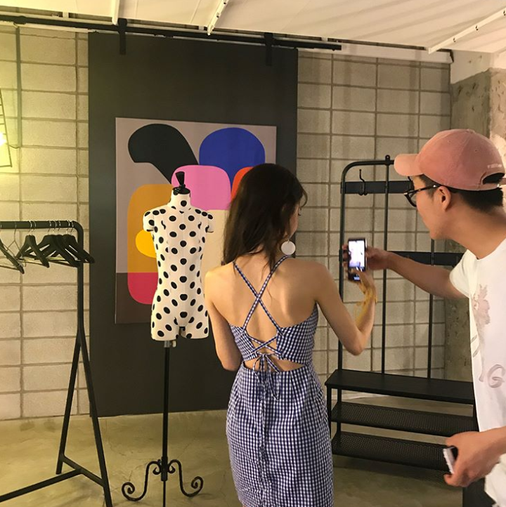 <p>Actor Hwang Seung-eon showed off his cool summer look.</p><p>Hwang Seung-eon posted several photos along with the sentence I wish it would be hot on my own Instagram afternoon.</p><p>Hwang Seung-eon in the photo etc. boasts a beautiful appearance wearing a fine check pattern One Piece spaciously. Particularly waisted body line that stands out draws Snowy Road.</p><p>Meanwhile, Hwang Seung-eon appeared in the MBC water drama Time.</p><p>Photo ㅣ Hwang Seung-eon SNS</p>