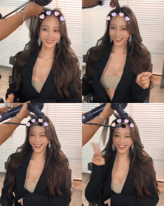 <p>Han Ye-seul posted a short video along with a sentence Good Morning on his own instagram on the 10 th.</p><p>In the image Han Ye-seul brightened the surroundings with a bright smile. In addition, Han Ye-seul who stretched smiling faced proudly the figure of Wealthy while suddenly performing Furifuri dance. Followed by adorable winks and taking a V (V) pose, even the people who boasted a comfortable smile and a distinctive lovely charm made them happy.</p><p>On the other hand, Han Ye-seul appeared on the 9th for the first time in a long time to attend brand events. Han Ye-seul who first appeared on the official seat for the first time after the medical accident of the Lipoma removal surgery in April has become a topic in beauty and unquestioned fashion as ever.</p>