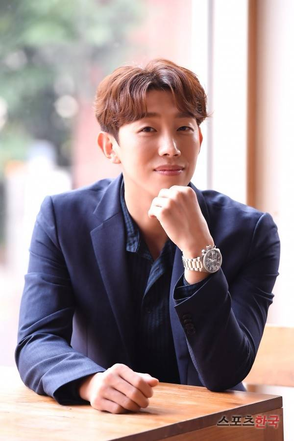 <p>Hey, owner!</p><p>Bakuyusiku is a distinctive character in the tvN drama Why is it so? He is the only person who speaks a word to the famous group vice chairman Lee Yeongjun (Park Seo-joon) who knew from the time of study abroad. Even though it stimulated Lee Yeongjun to call it odious, laughing laughter was held quickly whenever the hierarchical relationship between the owner and the CEO of the one owner was compromised.</p><p>Why is Gimbiso so? Is a work depicting the Milan Romance of the chaebol II, Lee Yeongjun (Park Seo-joon) and his Timothy Earl gimmiso (Park Min Young) who fell into narcissism based on the popular Weptun . Actor Kang Ki-young played the famous group president Bakuyusik and played Park Seo-joon and Chong Chung Han breathing and added pleasure. To his acting done well and well, the viewers sent hot reactions each time. As a work without such a villain, I thought that the supportists like the Bakuyusuku character were responsible for tourism.Bakyushik made an effort to try to make use of the clear role of individuality and the original feeling as much as possible Of course it is regrettable that the circumstances with the former wife decreased but it was a good role and impact.</p><p>Especially belongs to the name scene cited by nearly all God viewers with Park Seo-joon. When Bakuyusik handed out advice with true heart to Lee Yeongjun, and when teaching brilliant romance Kulchip, the dramas breathing got even more vigorous. It was thanks to Park Seo-joon and real friends that I was able to show off better than I expected. We have to eat a lot of alcohol in order to show good good blooming, so we became friends, more ironic, serifs also prominently served, facts Seojun and many others were not able to shoot while shooting a lot I got acquainted with it, in fact it gagged me too much and received all the gags I throw.</p><p>Generally, the good atmosphere of the shooting site is reflected in the work. There is no difference between the breathing piled up in a relaxed and relaxed atmosphere and the sum in the case of not being so. Kang Ki-young also said, When the atmosphere is good, there are many toxic ad libs.</p><p>In the context outside ad - libb was very rude and cautious, the owner of the fact  had no ad - lib at the beginning. When I used it repeatedly with various tones, I was in the original script, and continued to put it in the next scenario. I think that Owner owner casually looked at things like I swipe Yeon Joon  when I got bored. Wedding Peach was suffering because it seems to be too excessive, but fortunately the response was good. It seems that such petty things also piled up and many interesting scenes appeared. </p>