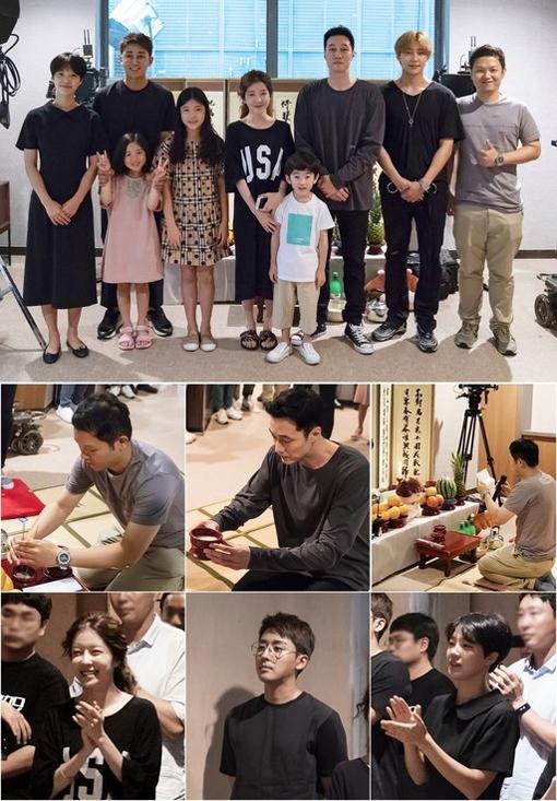 9월 방송을 시작하는 MBC 새 수목드라마 '내 뒤에 테리우스' 주연진과 제작진 모습. 주연배우 소지섭은 폭염에 지친 스태프 100여명을 위해 소고기 회식을 준비했다. 사진제공|MBC