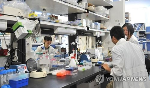 iPS세포(인공만능줄기세포)연구소 연구실 [교토 교도=연합뉴스 자료사진] 노벨상을 수상한 야마나카 신야 교수가 소장을 맡은 교토대 iPS세포연구소 연구실의 2012년 모습.