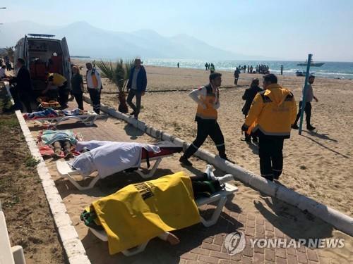 작년 3월 에게해 연안 도시 쿠샤다스에서 수습된 난민 시신 [EPA=연합뉴스 자료사진]