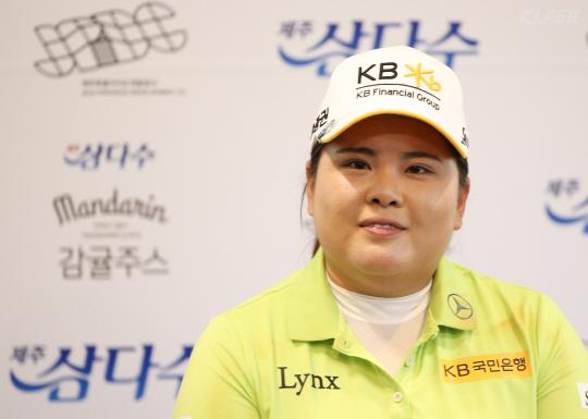 경기 마친후 인터뷰하는 박인비