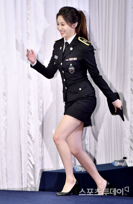 <p>Singer Yura is participating in the production presentation of MBC Everyone Bada police held at Stamford Hotel in Seoul Uwathi-dong, afternoon.</p><p>Bada police, Kim Sloojeyung Guaksi Yan Yura will appear, under the background of Busan (Bousan) Bada, entertainers undertake and solve various businesses that protect Bada such as maritime security, salvation rescue, maritime environment preservation It will be broadcasted for the first time today (13th) with a program that depicts how to go. All four copies. 2018.08. 13.</p>
