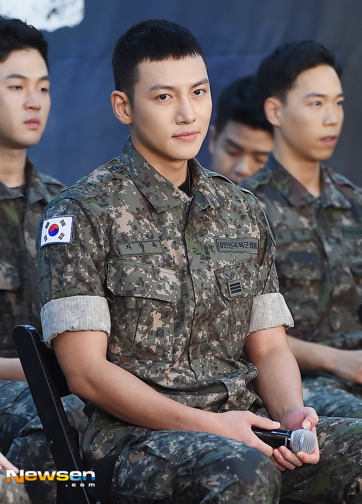 <p>Production presentation of the 70th anniversary musical Shinheung Independent School was held at the Army Hall in Seoul Yongsan District afternoon on August 14.</p><p>Actor Ji Chang-wook this day is participating.</p>