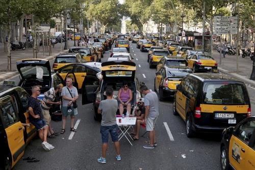 바르셀로나 도심을 점거하고 시위하는 스페인 택시 기사들 [AP=연합뉴스]