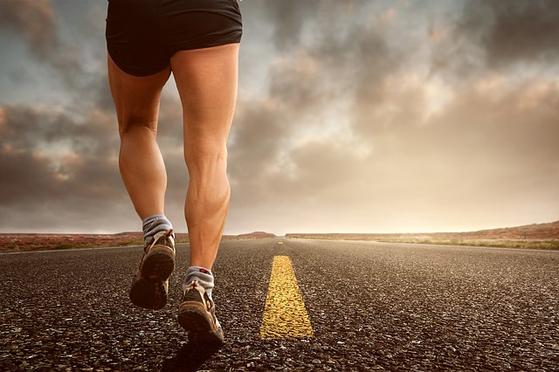 100세 시대를 사는 우리는 인생이 어떤 길로 흘러갈지 모른다. 인생의 마라톤을 완주하기 위해서는 먼저 내 자신을 정확하게 파악하는 것이 중요하다. [사진 pixabay]