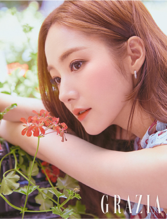 <p>Based on Paris, I fully digested various styles from attractive backless dress to pants suit.</p><p>In the interview which followed the shooting, I revealed the feeling that I finished Gimbiso. Gimiso said that it was the character most similar to Park Min-young, Smile is a more wonderful person, I tried to resemble the Professional side.</p><p>Subsequently, The actual Park Min-young seems to be Reality entertainment like I live alone when there are opportunities for many people, when they face the head Jirukun.</p><p>The interview with the gravure of Park Min-young can be seen through the Guru teeth September issue published on August 20.</p>