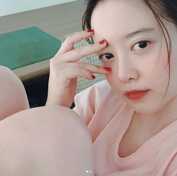 <p>The actor Ku Hye-sun boasted Beautiful looks which drew moisture.</p><p>On August 22, Ku Hye-sun posted pictures with his sentence I do not like cleaning on his own instagram.</p><p>The figure of Ku Hye-sun, which sends Banryomyeo and close Time in the picture, was put in. Ku Hye-sun keeps wearing the glasses up and keeps watching the camera while writing. The skin of Ku Hye-sun who is not washed even though it is not washing further complements the neat Beautiful looks.</p><p>The fans who touched the picture showed reactions such as Sister is not very clean even if it was washed, I am envious of the skin, Sister is not washed.</p><p>Ku Hye-sun gave a wedding ceremony with Ahn Jae-hyun in 2016</p>