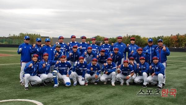 2016년 제1회 세계야구선수권대회에 출전한 U-23 한국 대표팀. 대학야구연맹 제공
