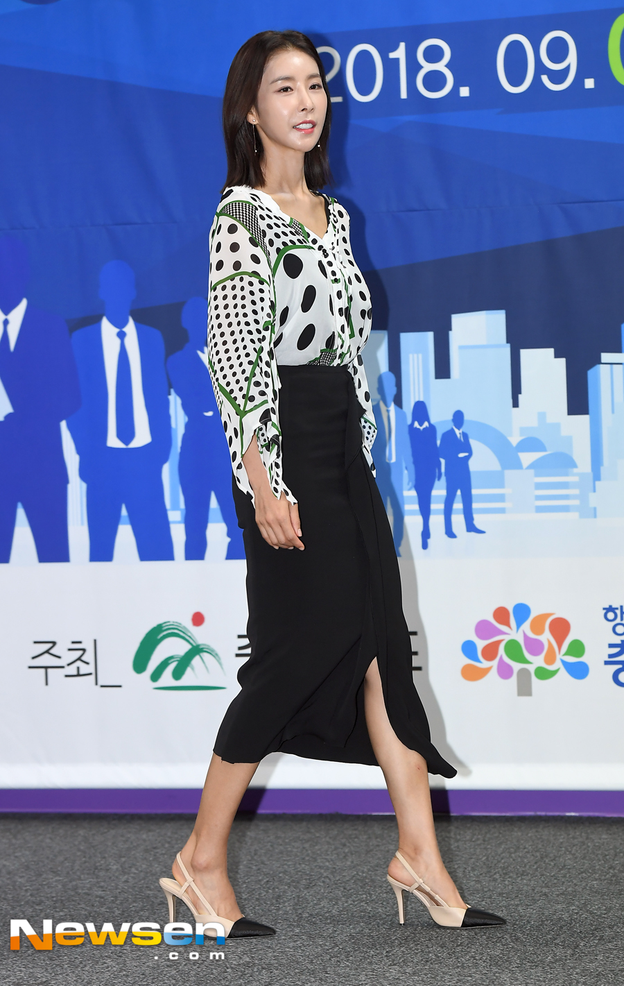 <p>2018 Chungcheong region The commission ceremony commissioned by the small and medium venture company exposition public relations ambassador was held at the COEX Convention & Exhibition Center in Gangnam-gu, Seoul on the morning of August 24.</p><p>Han Eun-jung this day is entering.</p><p>Han Eun-jung performing as a passionate girl with goose bumps in the drama If it seems to be said to you now is not only acting, but also acting as a living together, law of jungle, running man , Life Bar, Real Male and Female 2 and so on through numerous entertainment programs.</p>