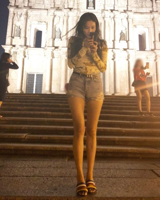 <p>Oh Yoon-ah vomited her own instagram on 25th, and posted several photos together with the sentence take a picture and walk and eat.</p><p>Oh Yoon-ah in the released photograph seems to leave a foreign travel. Oh Yoon-ah is showing off a superior proportion wearing hot pants and draws Snowy Road.</p><p>Meanwhile, Oh Yoon-ah appeared as a coach at the recently telecasted drama Hunnam Chung and expanded the performances.</p>