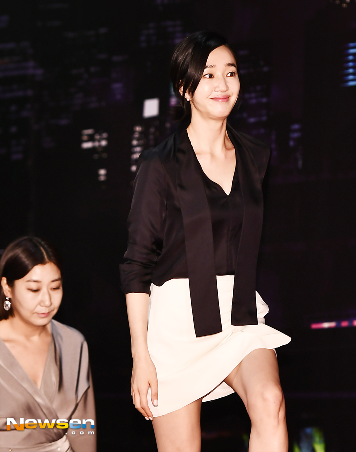 <p>Film High Society mini showcase Chugai Travel was held at Cine Park on the 7th floor of Lotte Cinema World Tower, Songpa District, Seoul on August 27 afternoon.</p><p>On this day Park Hale, Soo Ae, Lamy, Giemkinson, Han Joyoung, Kim Seung Hun, Park Sung-hoon, change director took part.</p><p>The movie High Society Showcase is a movie depicting a story spreading while throwing everything to enter into the High Society Showcase where couples who are soiled with their desires are beautiful even if they are beautiful.</p><p>Economic Professor, a promising new politician Park Hae-I, role of Jean Tae-Jung, ability and ambition full of ambition Deputy Director of the Art Museum Soo Ae, acting as Oh Su-yeong, is a gay for a high-society showcase Overwhelm your line of sight with a certain style.</p><p>Published on August 29th coming.</p>