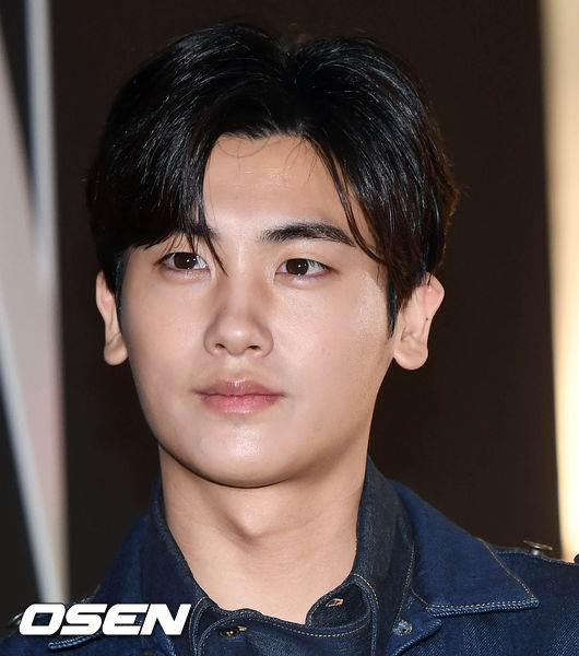 <p>The actor Park Hyung-sik returns to the musical stage with Elisabeth.</p><p>Park Hyung-sik affiliation UAA side 28th, Park Hyung-sik confirmed musical Elisabeth appeared.</p><p>Elisabeth is a musical depicting the love of the beautiful Empress Elisabeth who lived a dramatic life over the drama and the love of death (Der Tod) with a deadly appeal.</p><p>Park Hyung-sik serves as Todd, death, in this Elisabeth which is already prevented in the domestic for the fourth time already. Park Hyung-sik has returned to the musical stage for the first time in about two years since The Three Musketeers which was performed in 2016.</p><p>JYJ Kim · Junsu is considering the appearance of the death station. musical Elisabeth will rise in Seoul Yongsan District Blue Square Inter Park Hall from November 17th coming. [Photo] DB</p><p>DB</p>