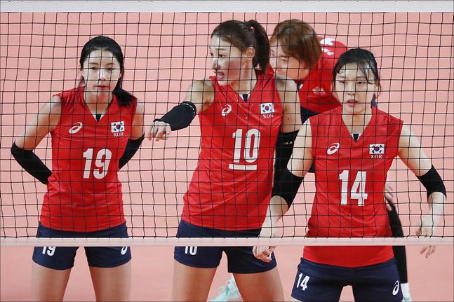 한국 여자 배구가 태국에 충격패를 당하며 결승 진출에 실패했다. ⓒ 데일리안 홍금표 기자