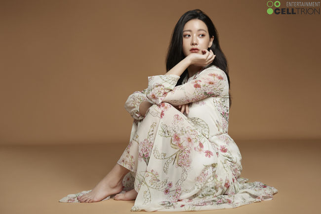 <p>The actor Oh Yeon-seo showed off the Propyl group of deeper atmosphere.</p><p>3 Celestrion Entertainment has released a new Propyl group photo of Oh Yeon-seo. Oh Yeon-seo took out a variety of charm through this Propyl group photography which was advanced with a total of four concepts.</p><p>First of all, Oh Yeon-seo released a long straight hair by undoing a long straight hair and gazing at the camera with an attractive eye and diverging a monotonous beauty. Especially the close-up Oh Yeon-seos face and eyes gave a mysterious and fantastic atmosphere. Then Oh Yeon - seo flauntered with a flower pattern long dress but flaunted a pure aura.</p><p>In another Propyl group picture wearing a red dress Oh Yeon-seo got a charming eyes only with herself and an elegant atmosphere to complete a highly completed Propyl group cut. Finally, in a picture wearing a clean beige ton suits Oh Yeon-seo concentrates the eyes with a chic look and refreshing eye-catching atmosphere as if it were indifferent.</p><p>Meanwhile, Oh Yeon-seo departed to Paris, France, for one day fashion magazine shooting gravure. [Photo] Sertorion entertainment provided</p><p>Sertion Provide Entertainment</p>