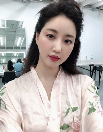 <p>Kim Sa-rangs Self was released.</p><p>Actor Kim Sa-rang posted the sentence Recent Thank You One Day. And his recent photo on his own Instagram on September 6.</p><p>Kim Sa-rang in the photo has a unique and esoteric Hair style. Nonetheless, the beautiful beauty of persuasive Kim Sa-rang attracts eyes.</p><p>On the other hand, Kim Sa-rang actively communicates with fans via SNS</p>