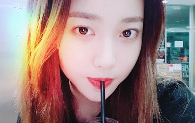 <p>The recent status of Girls Day Yura Self was released.</p><p>On September 6, Yura posted a picture on his own Instagram.</p><p>Yura in the picture keeps watching straw while staring at the camera. Yuras dullness noticeable honey skin is more conspicuous in close contact Self.</p><p>Meanwhile, Yura is appearing at MBC Everbrow Sea Police</p>