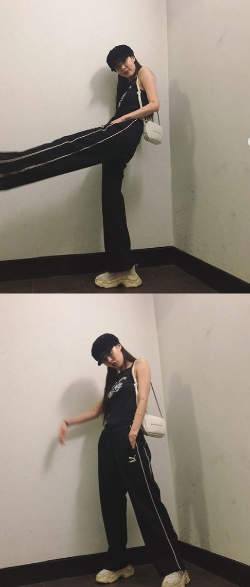 <p>Singer Hyuna boasted long legs wearing training clothes.</p><p>Hyuna posted two photos on his own instagram on the 6th.</p><p>Hyuna in the picture is staring at the camera wearing all black training clothes. The appearance of Hyuna which digests to the sense even in training clothes stand out.</p><p>Netizens who saw this showed reactions such as It is the highest proportion, It is full of charm, Anything wears beautiful.</p><p>Hyuna, on the other hand, became a problem in August with the member EDawn of Triple H and Romance rumor.</p>
