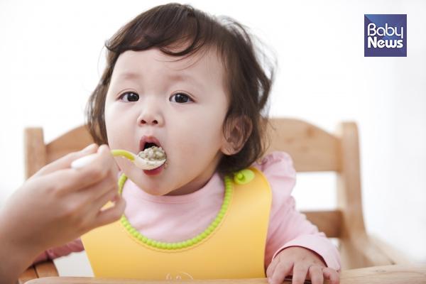 국내 유아의 이유식 시기는 생후 평균 6.2개월