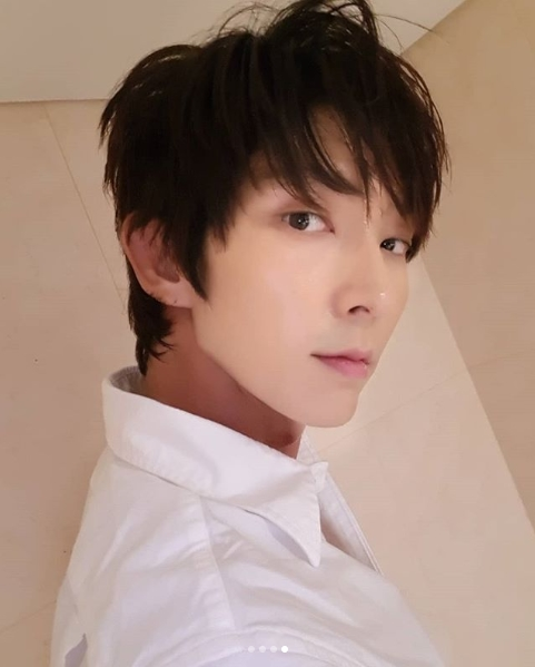 <p>Actor Lee Joon-gi released a happy recent situation after the tvN drama lawyer was broadcasted.</p><p>Lee Joon-gi posted a photo with a sentence on Thursday, September 13, Thanks for your big support always miss you and love you all (Thank you for your great support of fans. did.</p><p>The figure of Lee Joon-gi in the shirt in the picture was put in. Lee Joon-gis face draws Snowy Road. Especially sophisticated Lee Joon - gi s jaw line draws a gaze.</p><p>The fans who touched the picture showed reactions such as I want to see it every day, My new hairstyle is well suited, I made it well.</p><p>Lee Joon-gi is rest after air lawyer is finished</p>