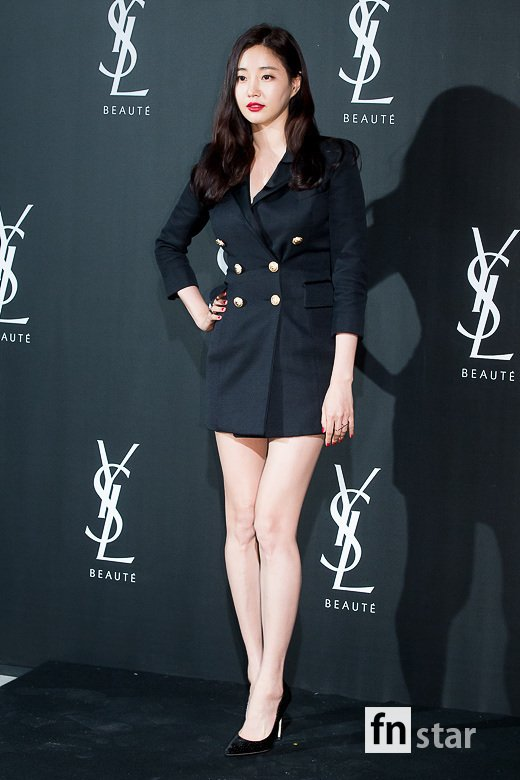 <p>Actor Kim Sarang participated in Chugai Travel on the opening photo of the luxurious Parisian designer Cosmetic brand `Yves Saint Laurent Beauty Hotel` pop-up store held at the Shinsa-dong store in Gangnam-gu, Seoul 14 photo time with photo time ing.</p><p>※ Copyright holder ⓒ</p>