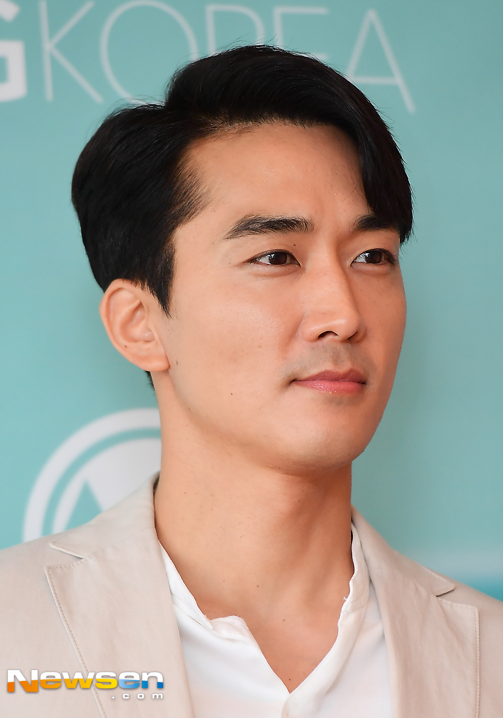 <p>The actor Song Seung-heon participated in the AGKOREA Beauty launch Chugai Travel held at Lotte Hotels & Resorts Charlotte Suite room in Seoul-dong, Seoul morning on September 14th morning.</p><p>Song Seung-heon responds to the photo pose this day.</p><p>Meanwhile, Song Seung-heon is still an actor who is enjoying steady popularity so far as to be listed as the first lady star lover in his 20s and 30s.</p>